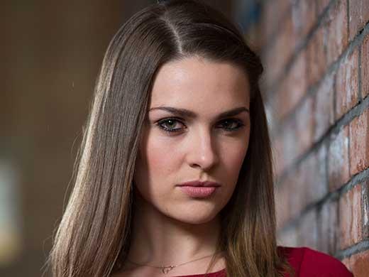 Sienna Bradley née Blake (Anna Passey)
