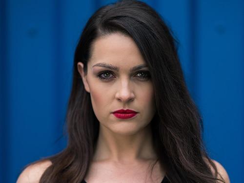 Sienna Blake (Anna Passey)