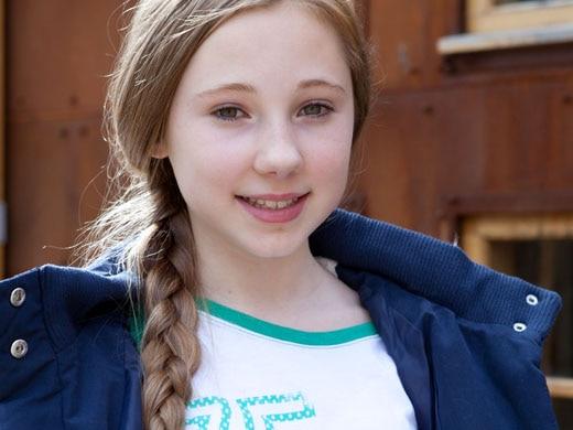Peri Lomax (Ruby O'Donnell)