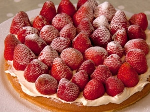 image-of-genoese-cake-with-fruit-topping