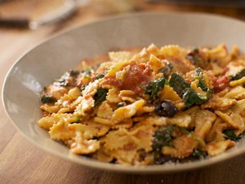 Farfalle with Mozzarella and Tomato Sauce Recipe