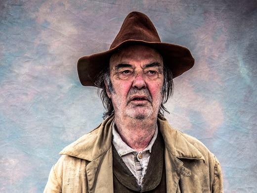 Abe Whittaker (Dave Hill)