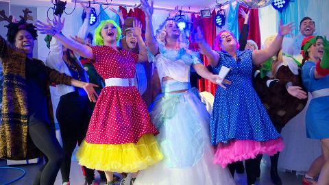 #Hollyoaksmas: Annual Cast Christmas Song!