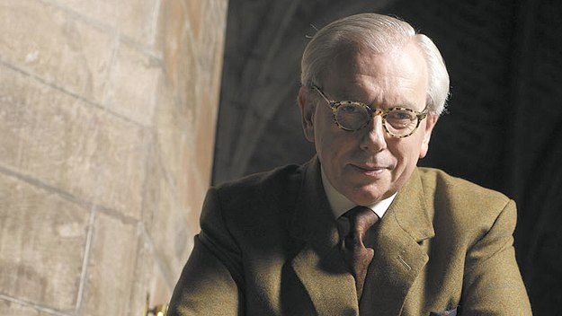 David Starkey tells the extraordinary story of Queen Elizabeth I, whose reign transformed England into a global power