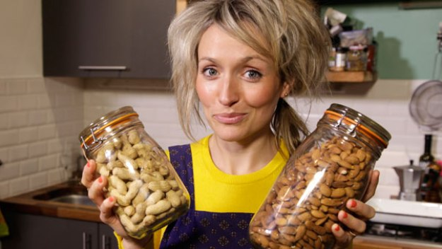 What's the Best Way to Eat Nuts?