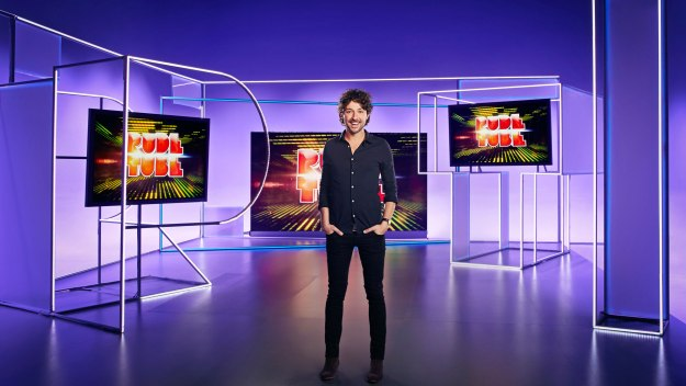 In a fast-paced review of the video viral revolution, Alex Zane presents a countdown of the  funniest, rudest and most bizarre video clips to have taken the internet by storm