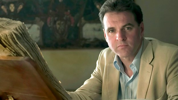 Bringing context and understanding to the current economic crisis, historian Niall Ferguson tells the story of money and the rise - and spectacular falls - of global finance throughout the ages