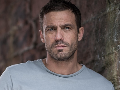 Warren Fox (Jamie Lomas)