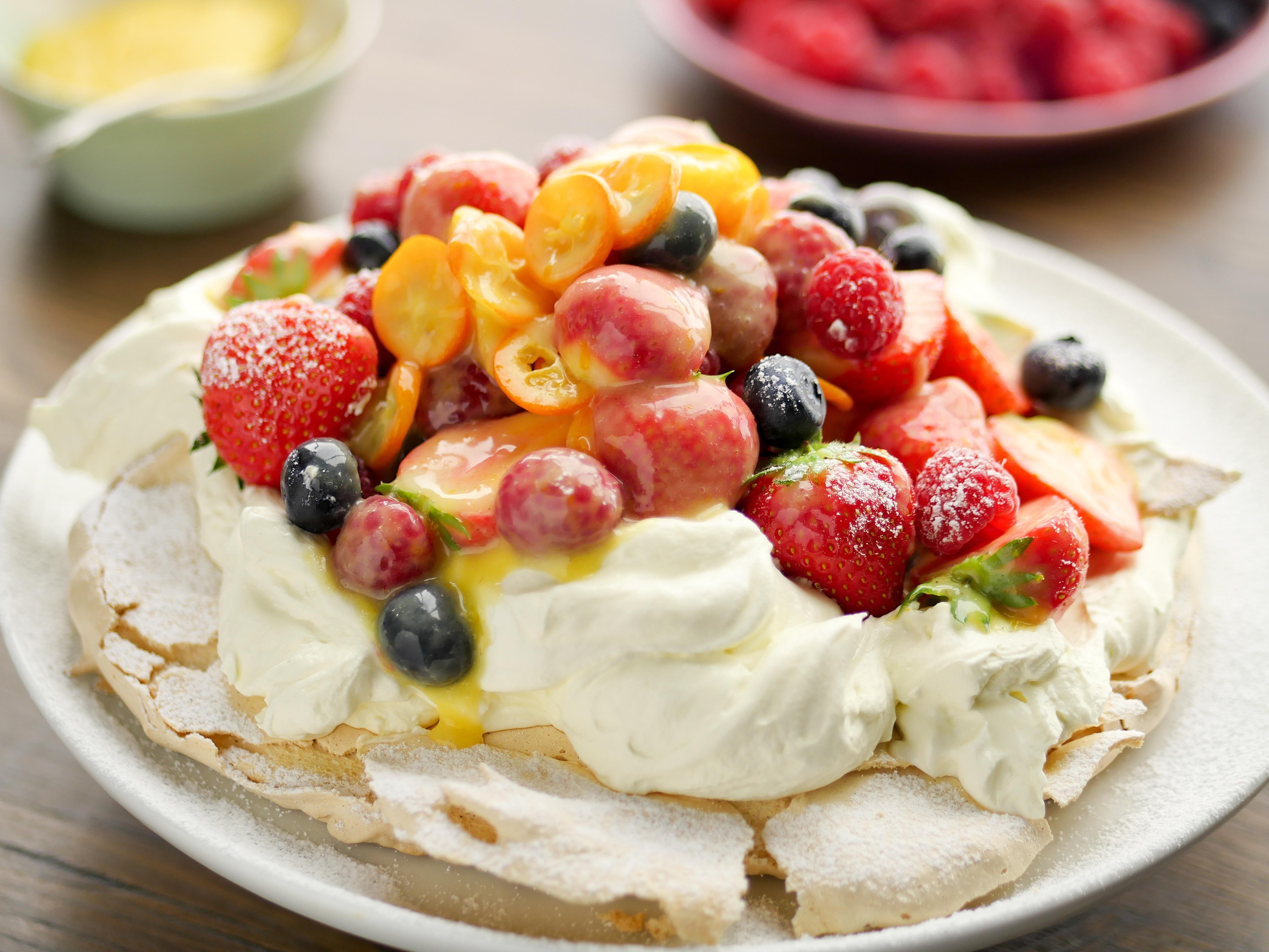 Vanilla Pavlova with Lemon Curd & Fruit