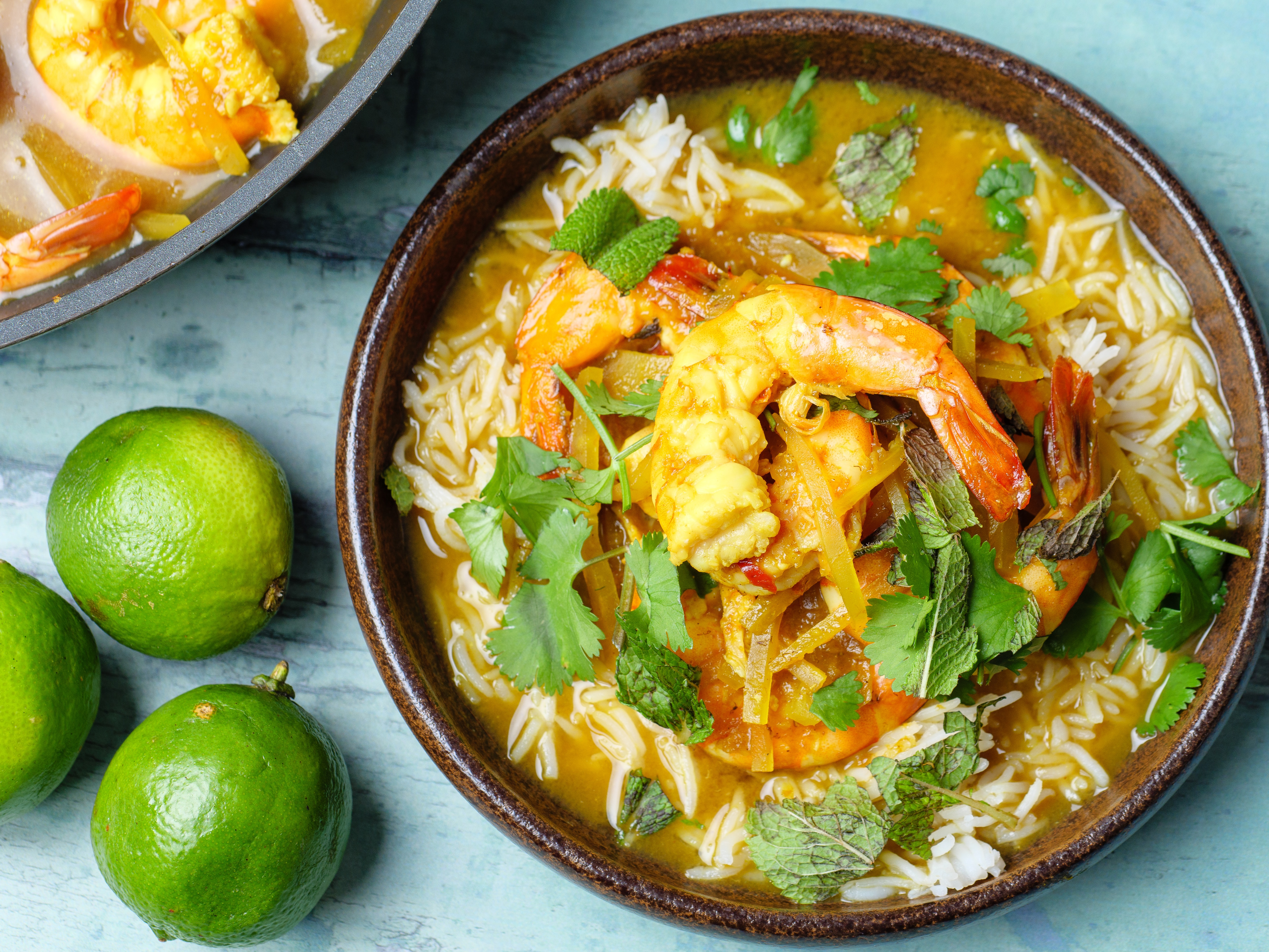 Sour curry with prawns