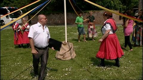 Hull: Maypole Dancing