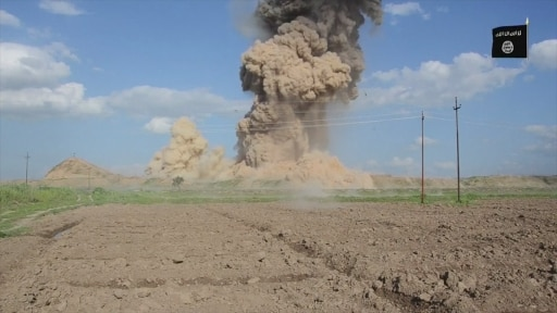 Nimrud: Islamic State 'destroys' ancient city in Iraq