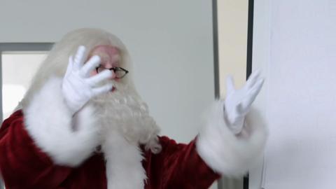 S1-Ep3: Scary Santa