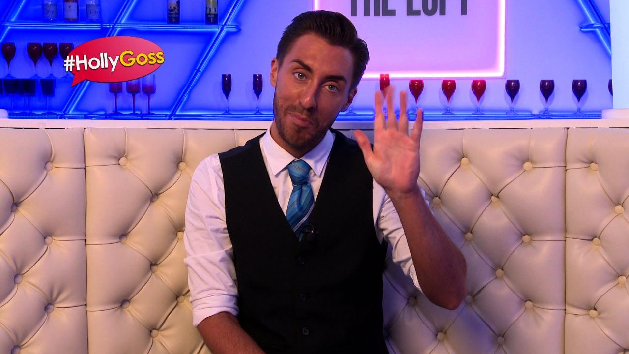 #HollyGoss - Scott Goes Contactless