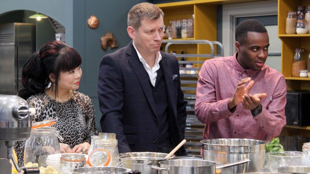 Bake Off: The Professionals - Fruit Cake And éclairs