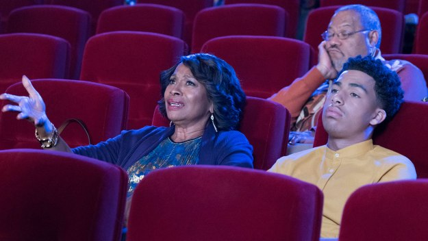 Black-ish - Christmas In Theater Eight
