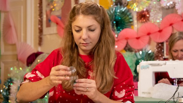 Kirstie's Handmade Christmas - 2019: Episode 4: Wreath